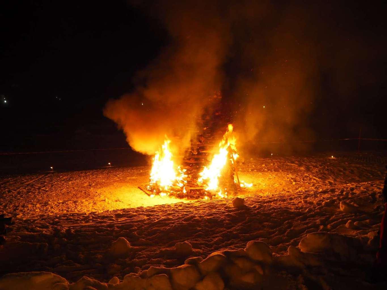 Fire & Snow im April 8